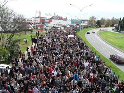 Manifestation Nationale du 4 avril 2009 :  20 000 à 35 000 personnes défilèrent dans les rues de Poitiers.